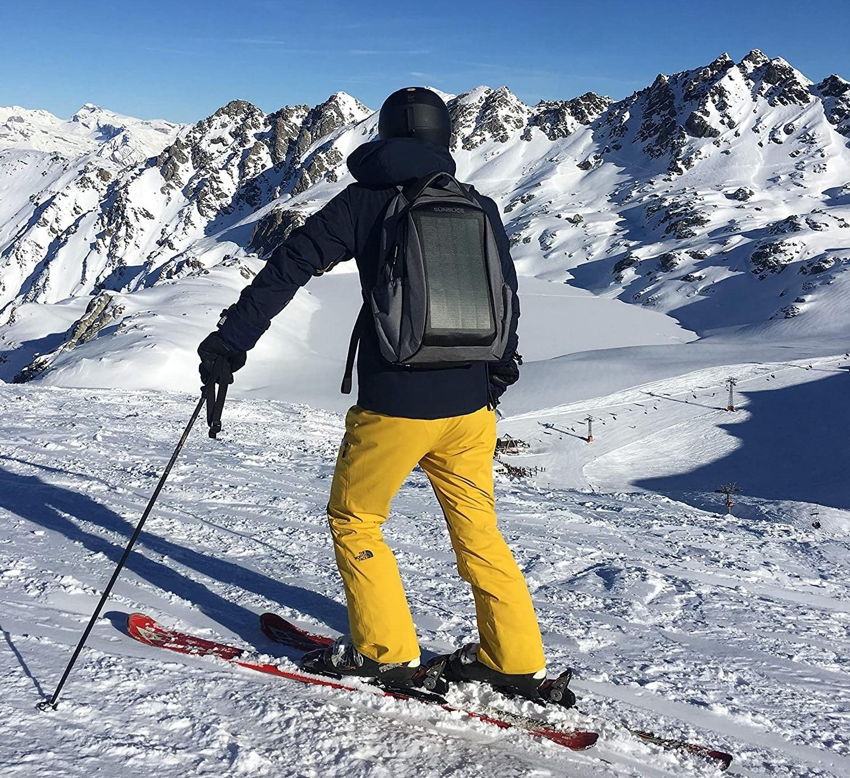 Profitez d'un sac à dos solaire en skiant