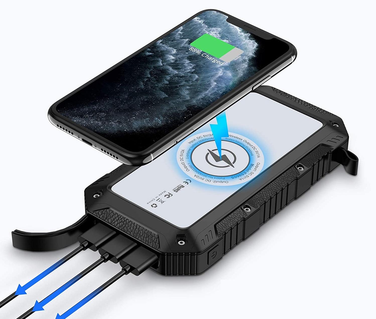 Certains chargeurs solaires de poche proposent également la possibilité de recharger un smartphone par induction