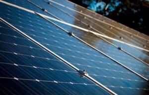 Comparatif et guide d'achat pour trouver le panneau solaire monocristallin adapté à vos besoins