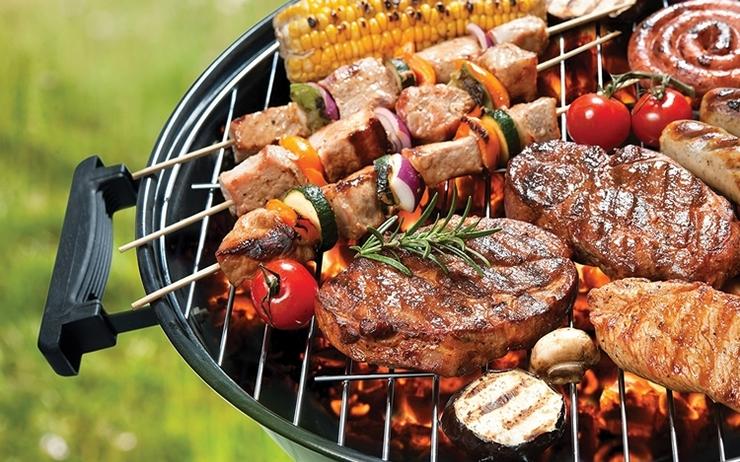 Barbecue et viande fumée au charbon