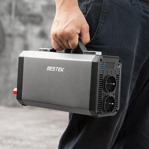 Petit convertisseur BESTEK 1200W facilement transportable avec sa poignée intégrée