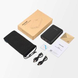 2 câbles USB et une pochette de rangement sont fournis avec la batterie nomade Charmast Mini