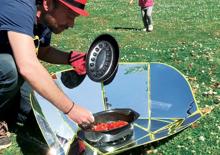 Cuisinez grâce à l'énergie solaire avec le four pliable Solar Brother Sungood