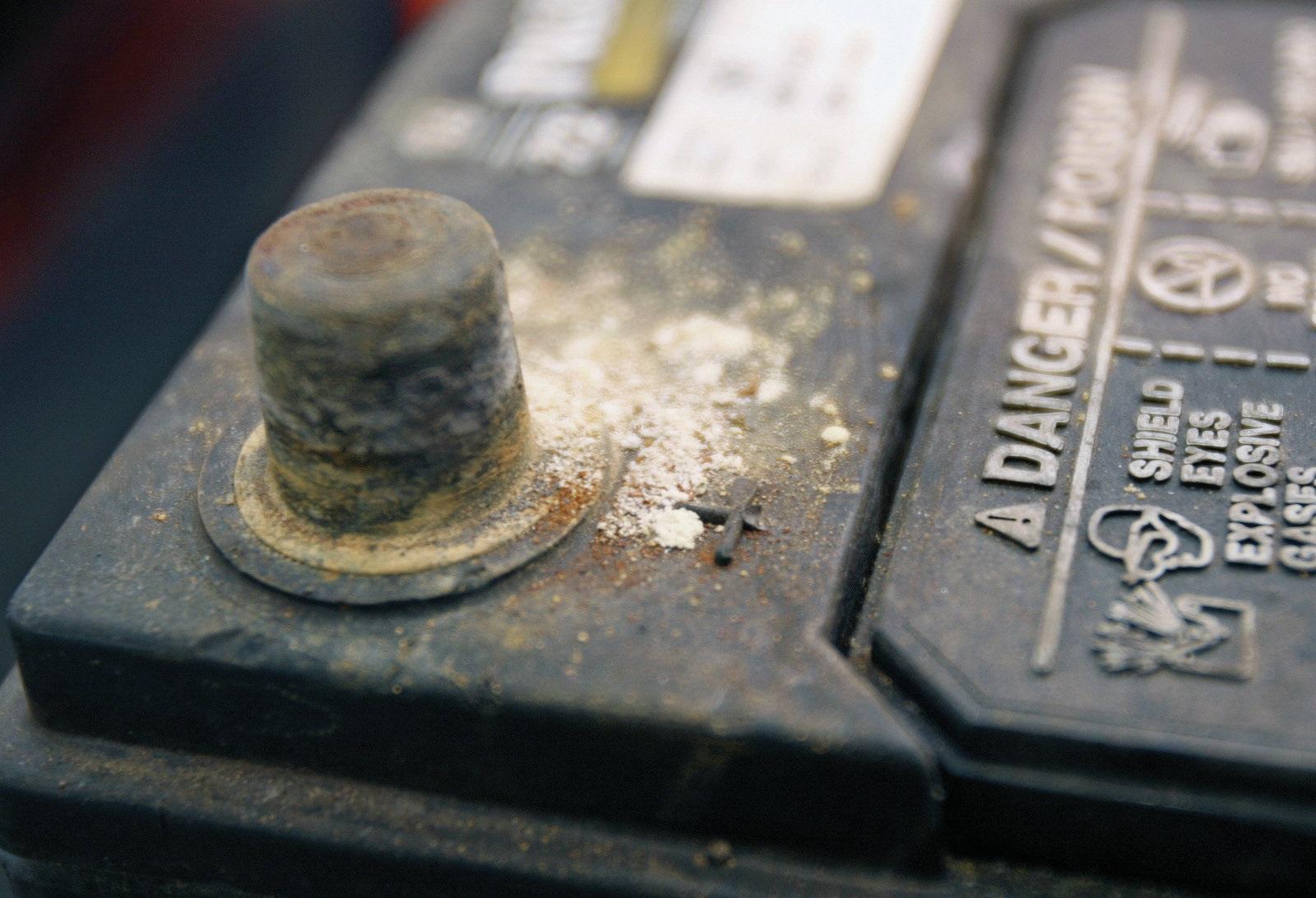 Comment entretenir et éviter l'oxydation des cosses d'une batterie ?
