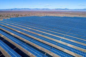 Ferme solaire de panneaux photovoltaïques
